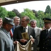 Les officiels dans le camp des poilus