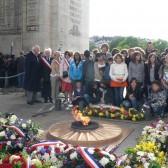 Photo souvenir sous l'Arc de Triomphe
