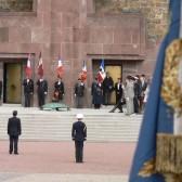 La cérémonie devant la croix de Lorraine au mémorial du Mont Valérien