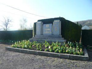 fleurissement au monument de Soilly