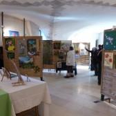 exposition de peintures dans lasalle des gardes du château