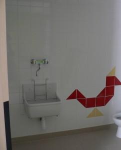 Les toilettes sont décorées