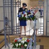 Un des dépôts de gerbe, ici avec la Commandante Céline Michta et Mme Yvette Lundy