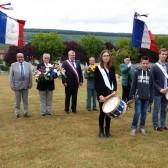 Dépôt de gerbe au cimetière militaire par le Souvenir français et les anciens combattants