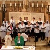 La chorale paroissiale et le père Joël Morlet