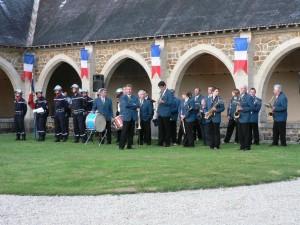 la musique municipale de Dormans aux cérémonies du 18 juin au Mémorial