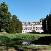 Parc du château de Dormans : la fontaine et le château