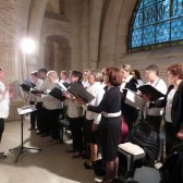 La chorale paroissiale dans la crypte du Mémorial le 18 juin 2015