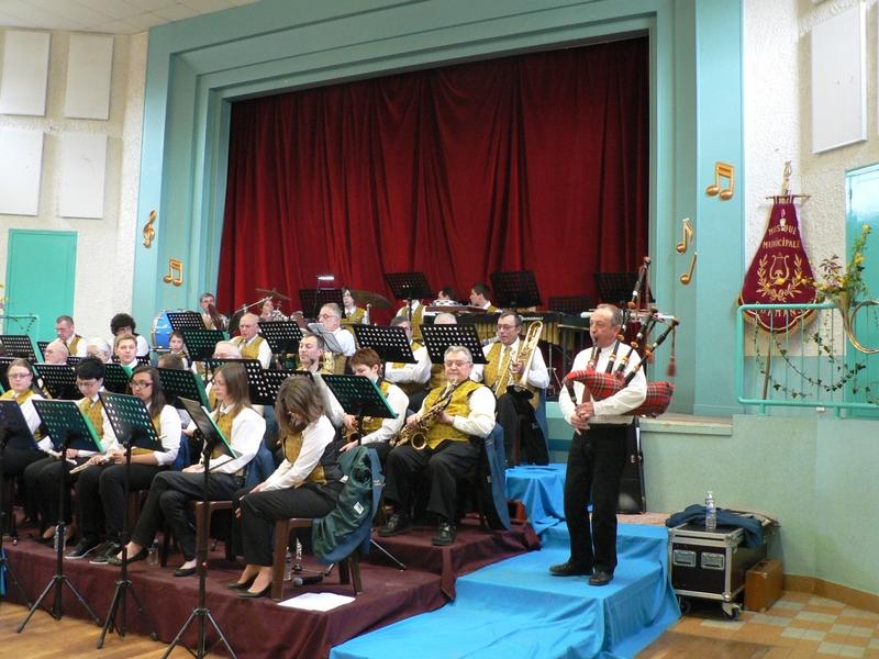 La musique municipale avec la cornemuse