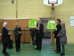le Burgermeister de Dorsten reçoit des verres à Champagne