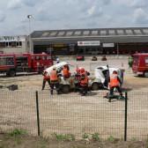Centre de Secours de Dormans, journée porte ouverte du 12 juin 2010, découpage du toit de la voiture