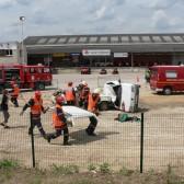 Centre de Secours de Dormans, journée porte ouverte du 12 juin 2010, le blessé va pouvoir être dégagé