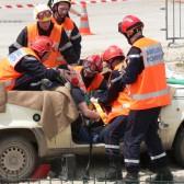 Centre de Secours de Dormans, journée porte ouverte du 12 juin 2010, les pompiers s'affairent autour du