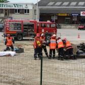 Centre de Secours de Dormans, journée porte ouverte du 12 juin 2010, les pompiers déplacent le blessé avec précaution