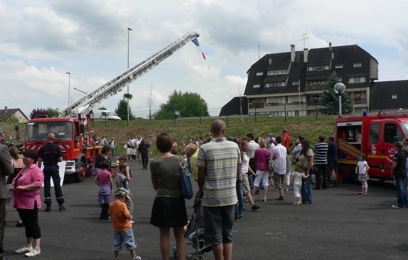Centre de Secours de Dormans, visiteurs - grands et petits - lors de la journée porte ouverte du 12 juin 2010