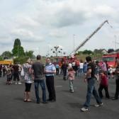 Centre de Secours de Dormans, journée porte ouverte du 12 juin 2010, visiteurs autour de la grande échelle