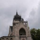 La couverture de la flèche du Mémorial de Dormans est achevée