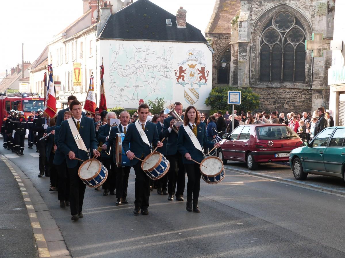 Le défile à travers Dormans 11 novembre 2015