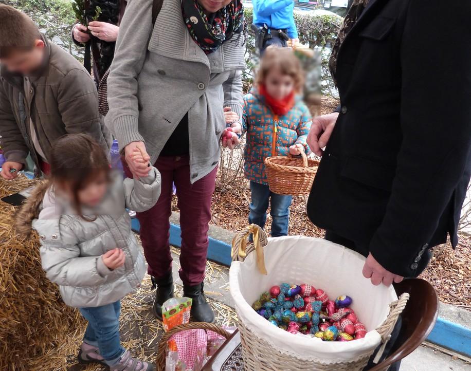 Même les plus petits étaient venus avec leur panier lors de l'animation de Pâques au marché de Dormans