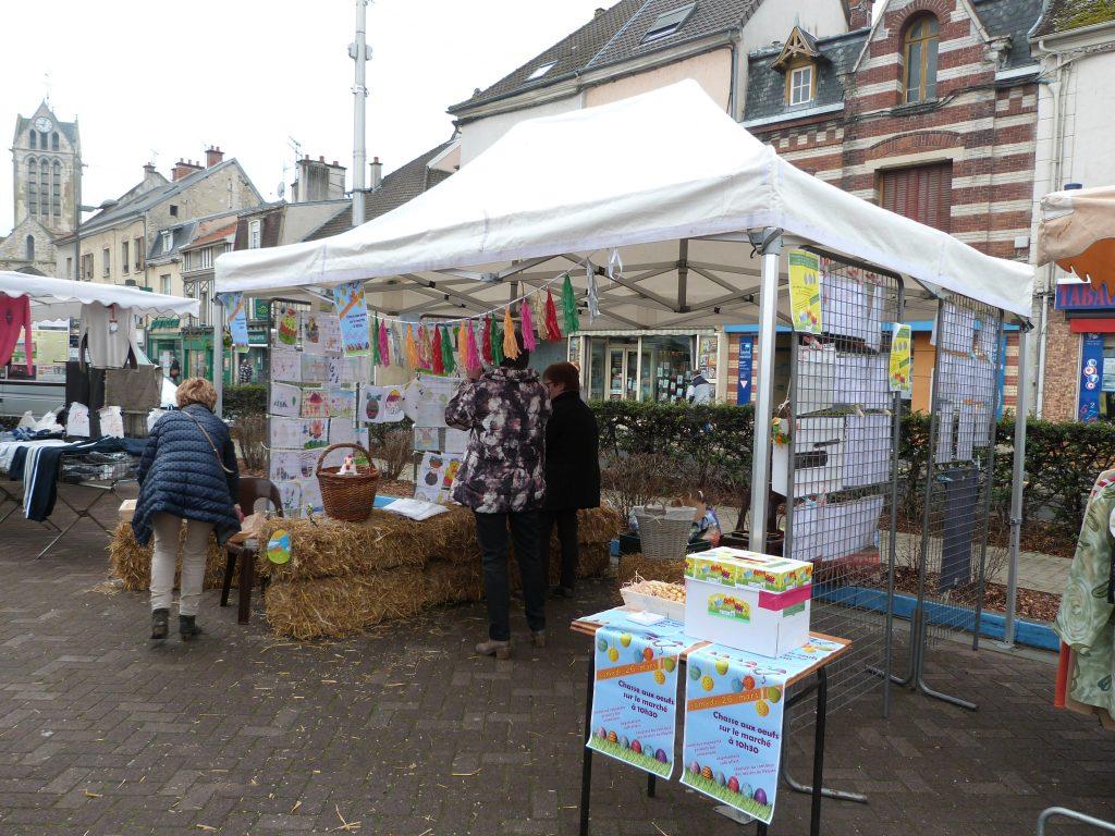 Préparation du stand de l'animation de Pâques au marché de Dormans