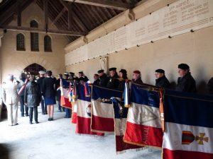 Le dépôt de gerbe devant l'ossuaire au Mémorial de Dormans le 11 novembre 2016