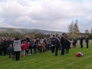 L'assemblée avant la cérémonie au cimetière militaire Dormans 11 novembre 2016