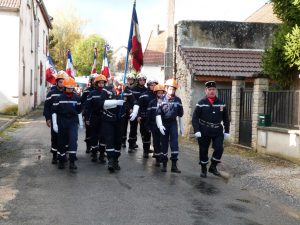 Dans les rues de Soilly, le défilé conduit par les sapeurs-pompiers