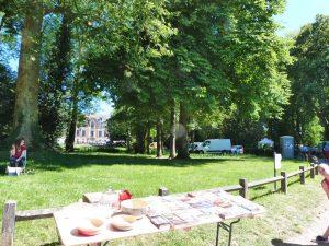 Le cadre : les allées du parc du château de Dormans pour la brocante de l'Ascension