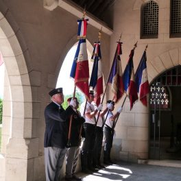 Les porte-drapeau lors de la cérémonie du 18 juin 2017 au Mémorial de Dormans