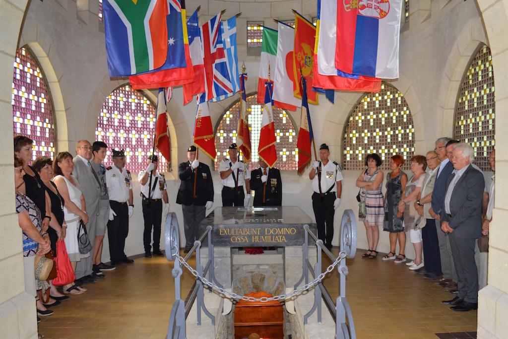 L'assistance lors de la cérémonie du 18 juin 2017 au Mémorial de Dormans