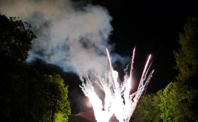 Le feu d'artifice dans le parc du château de Dormans
