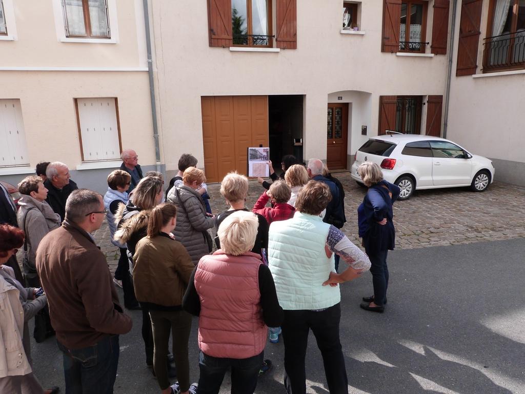 Devant l'emplacement de l'ancienne école de garçons, lors des Journées Européennes du patrimoine à Dormans