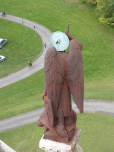 statue de saint Michel avant sa restauration au Mémorial de Dormans