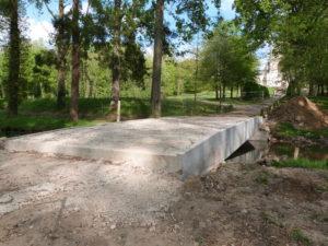 Le pont d'accès au Mémorial de Dormans en travaux