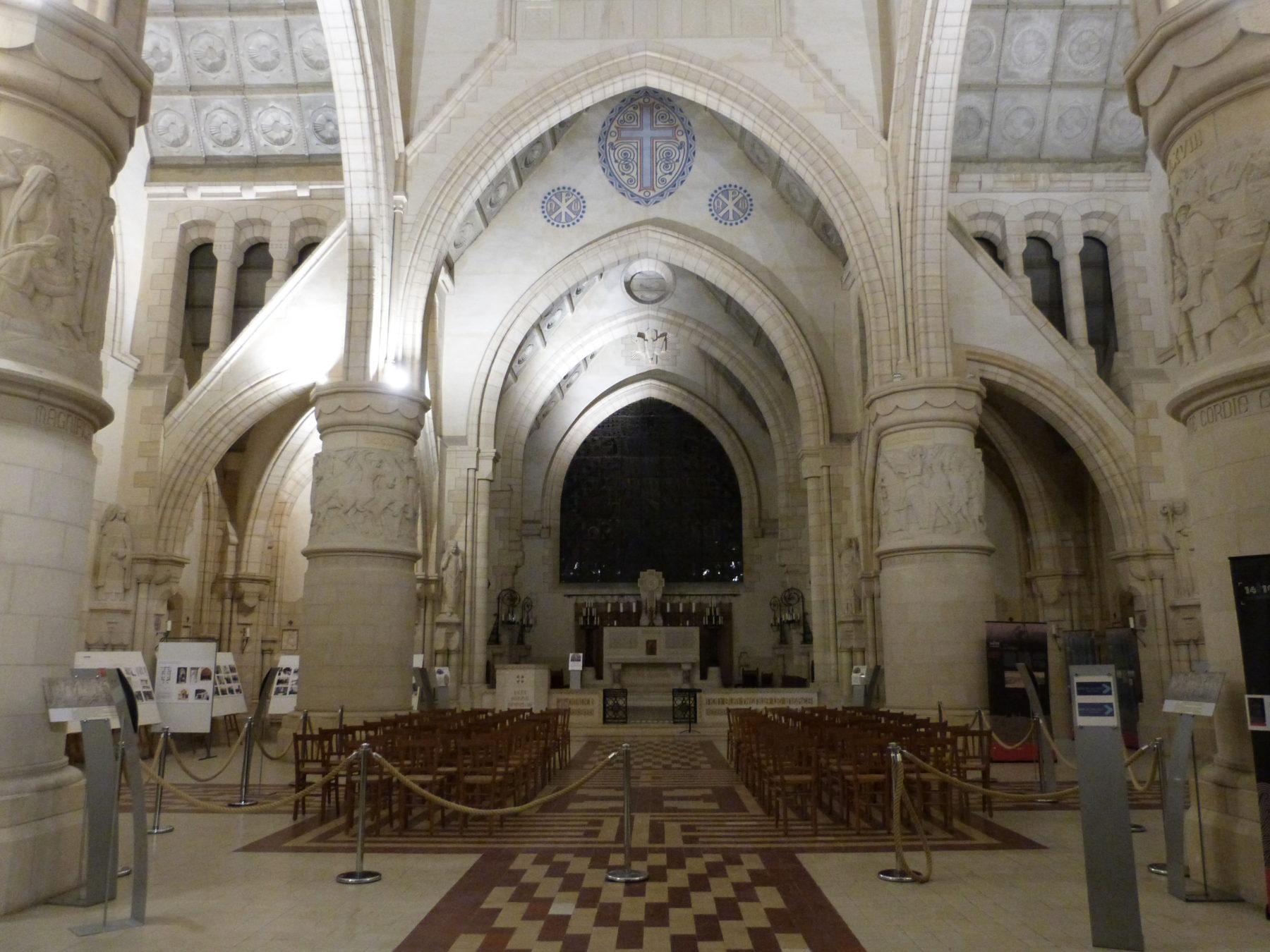 L'entrée de la chapelle supérieure du Mémorial de Dormans avec son nouvel éclairage