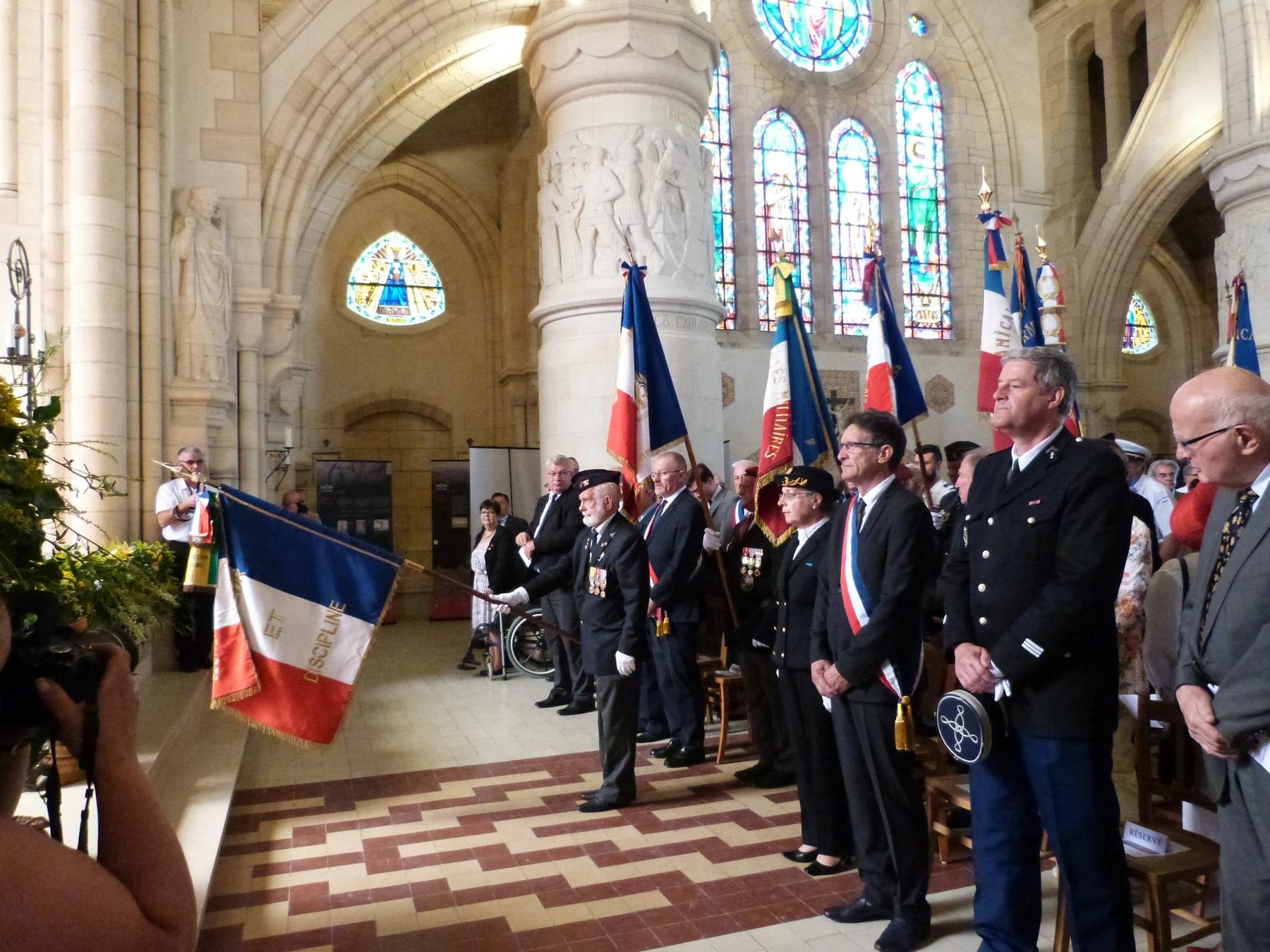 Arrivée des porte-drapeaux à la messe. : 8 juillet 2018 Mémorial de Dormans