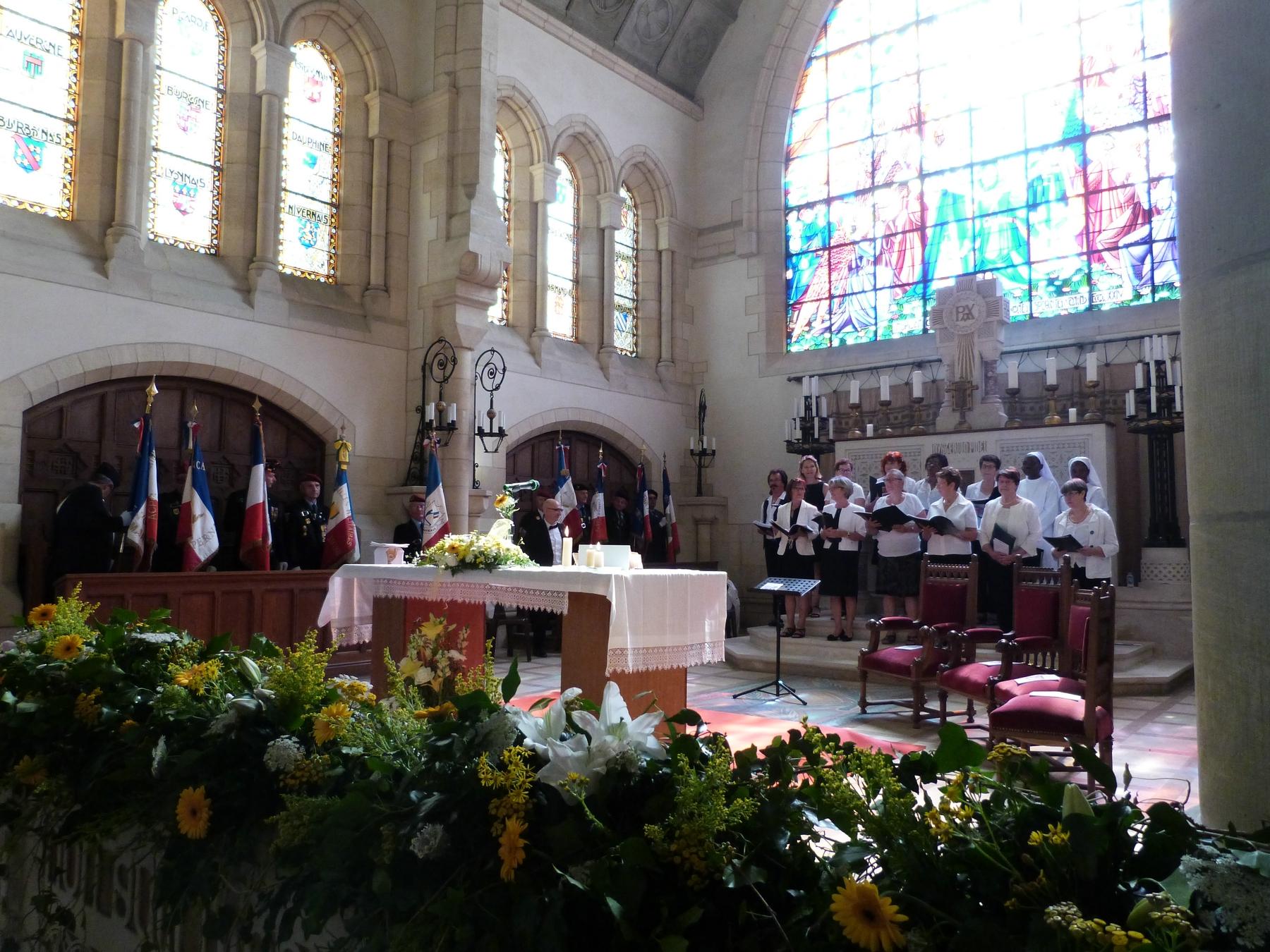 Durant la messe, la chorale paroissiale : 8 juillet 2018 Mémorial de Dormans