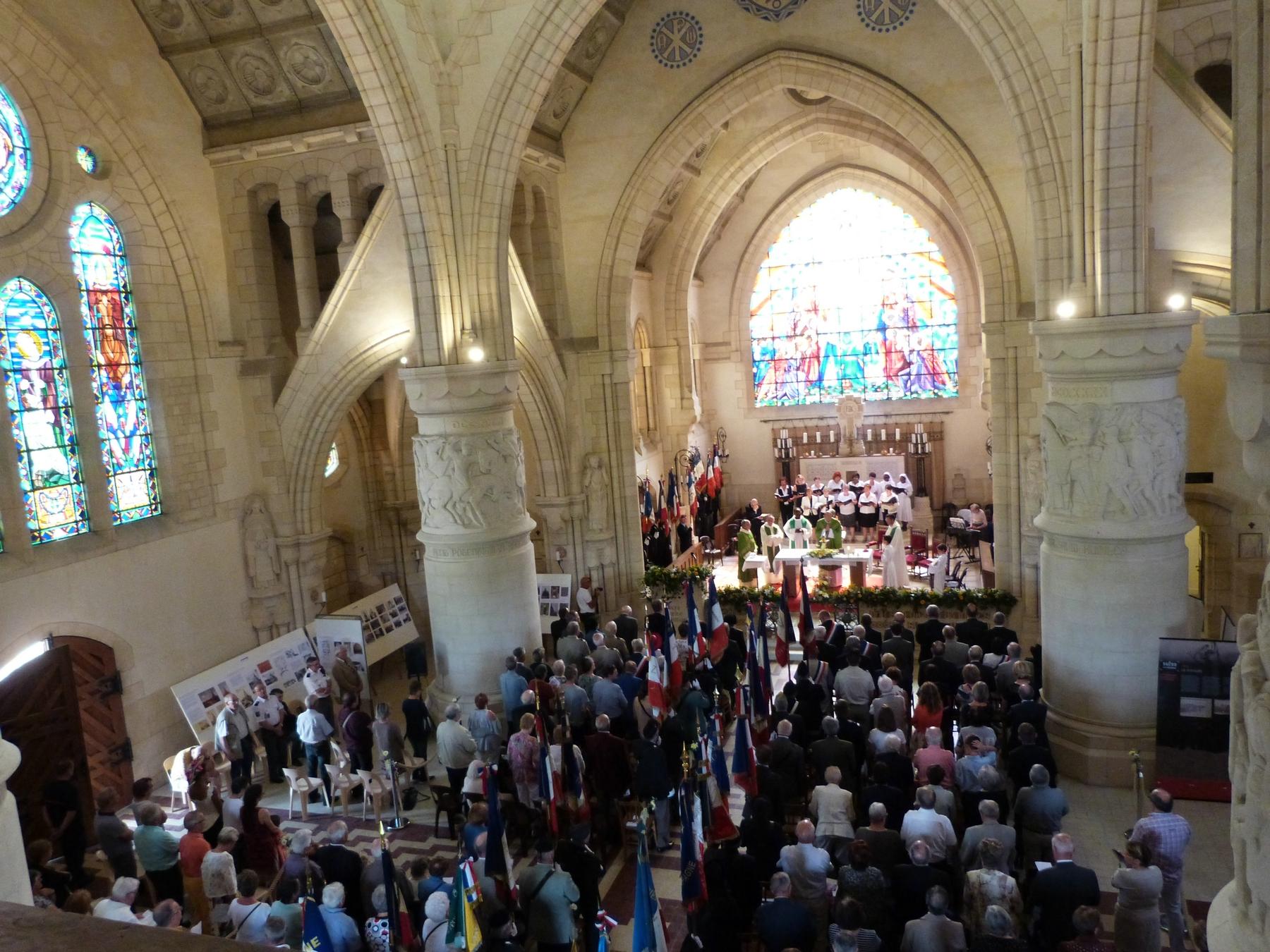 Durant la messe : l'assemblée : 8 juillet 2018 Mémorial de Dormans