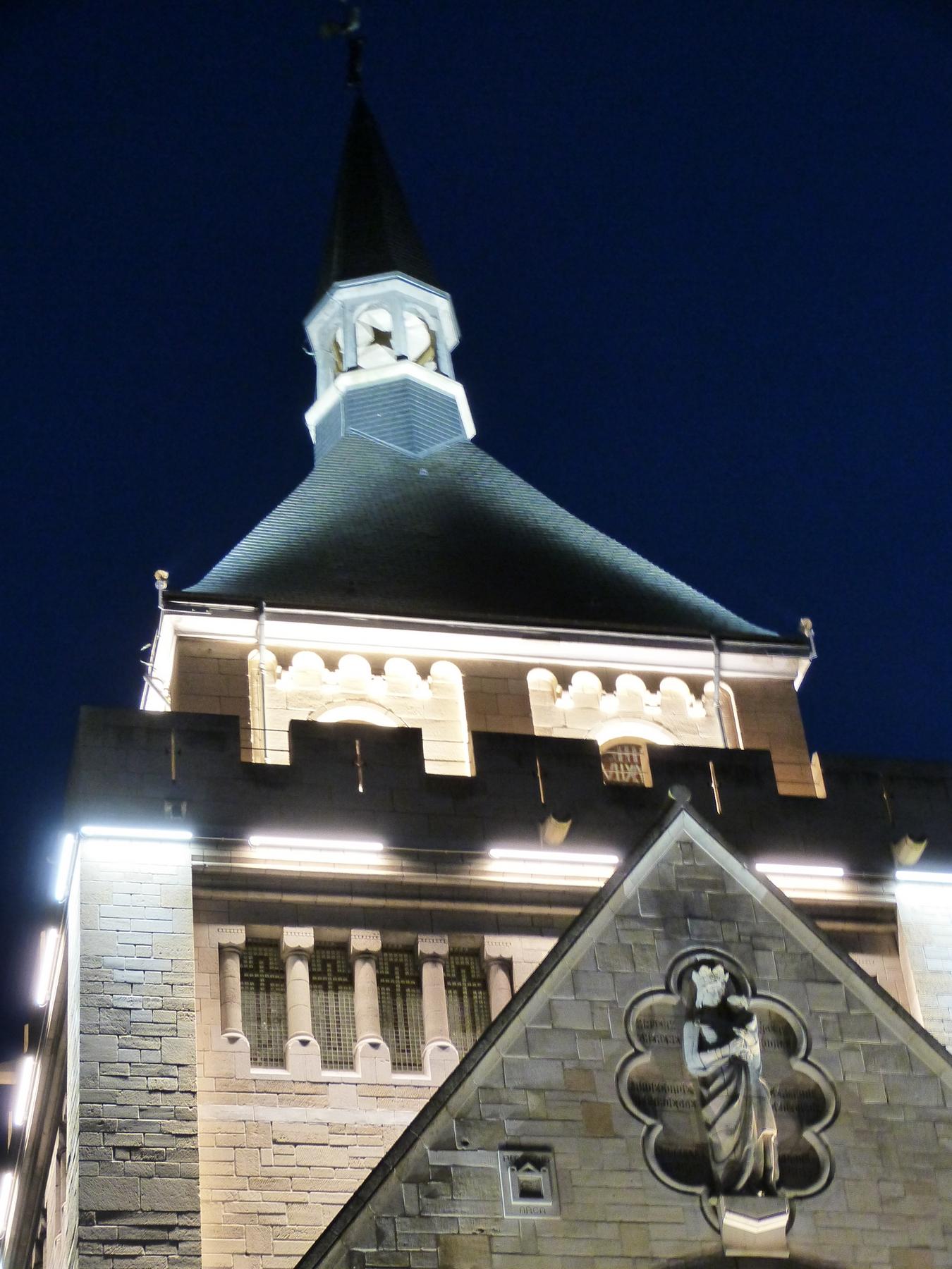 La tour du Mémorial de Dormans avec son nouvel éclairage