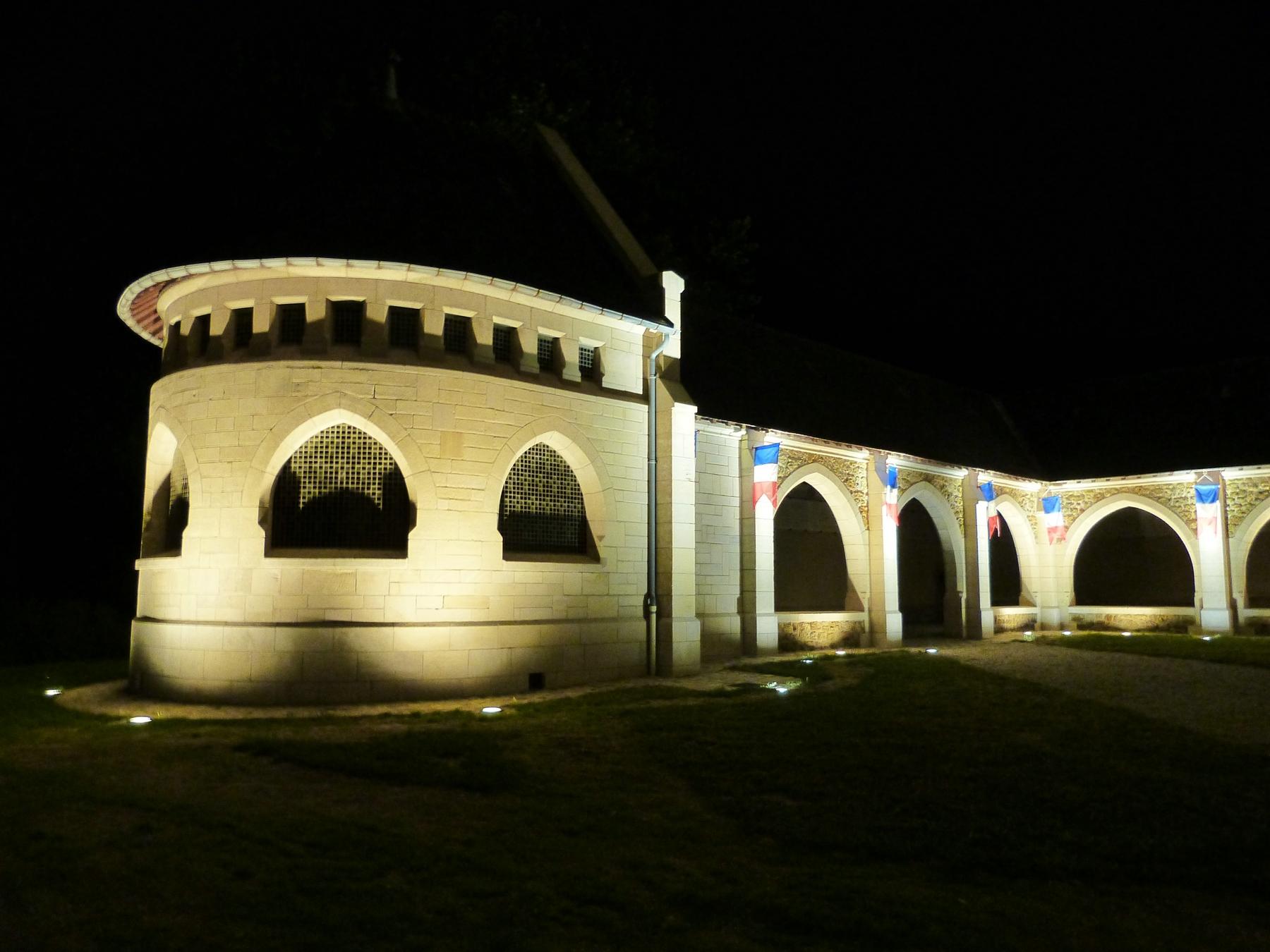 L'ossuaire du Mémorial de Dormans avec son nouvel éclairage