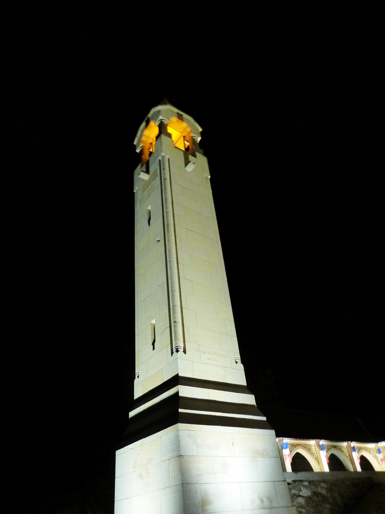 La lanterne des morts du Mémorial de Dormans avec son nouvel éclairage