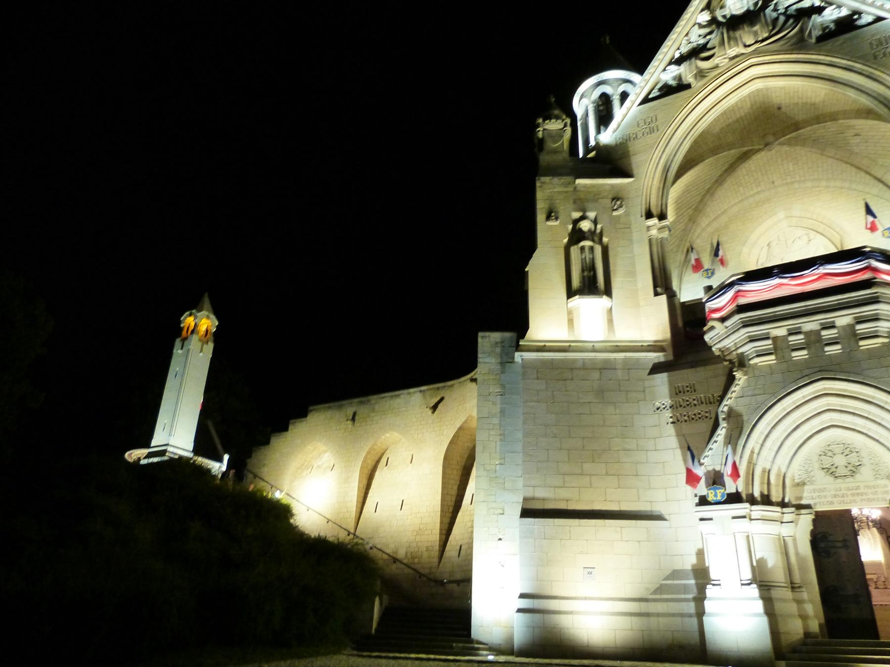 L'escalier du Mémorial de Dormans avec son nouvel éclairage