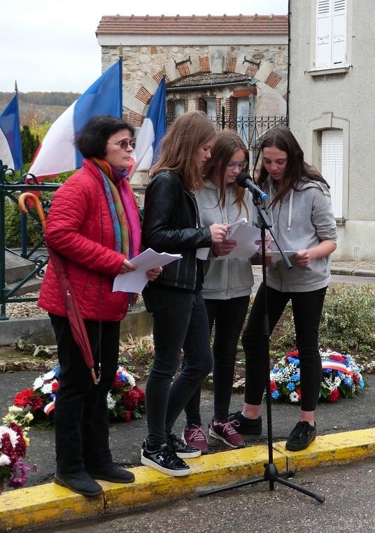 lecture des noms des morts pour la France dépôt de gerbes au monument aux morts de Dormans 11 nov 2018