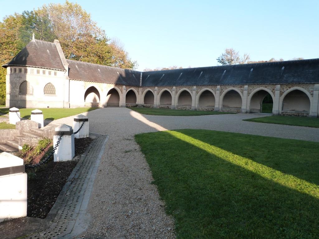 L'ossuaire et le cloître du mémorial de Dormans