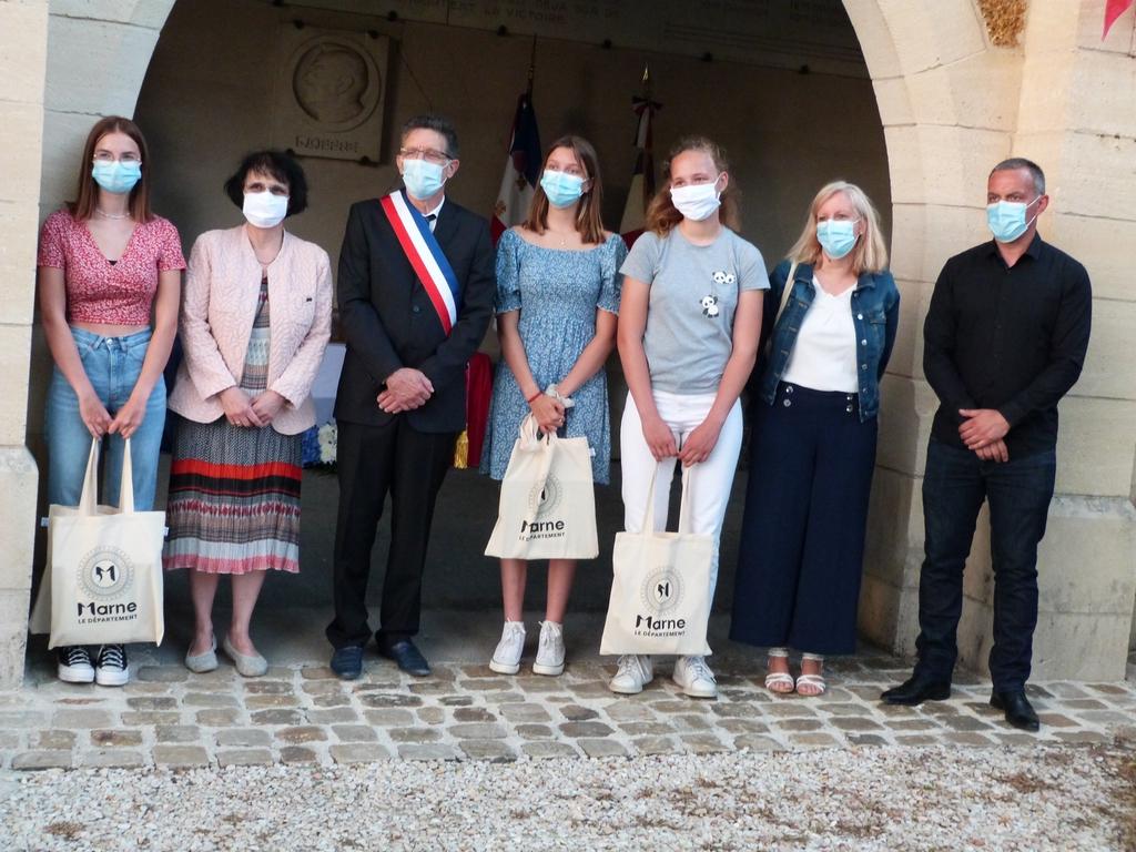 photo du groupe des élèves et leurs professeures